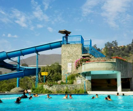 Piscina Tobogán del Hotel El Pueblo Resort & Convention Center