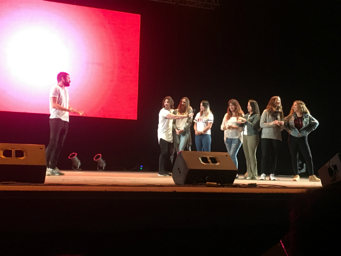 Participantes en el escenario