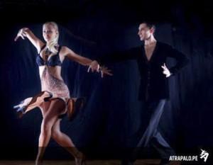 los latinoamericanos sabemos bailar salsa